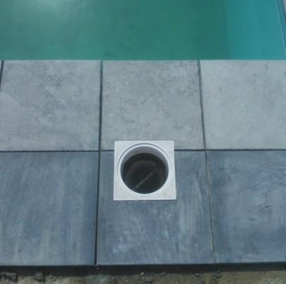 Terrasse en pierre bleue vietnamienne à Orbais - finition