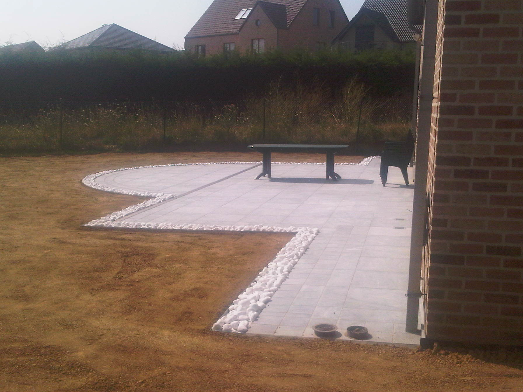 Accueil inter jardin for Bordure de terrasse en galet